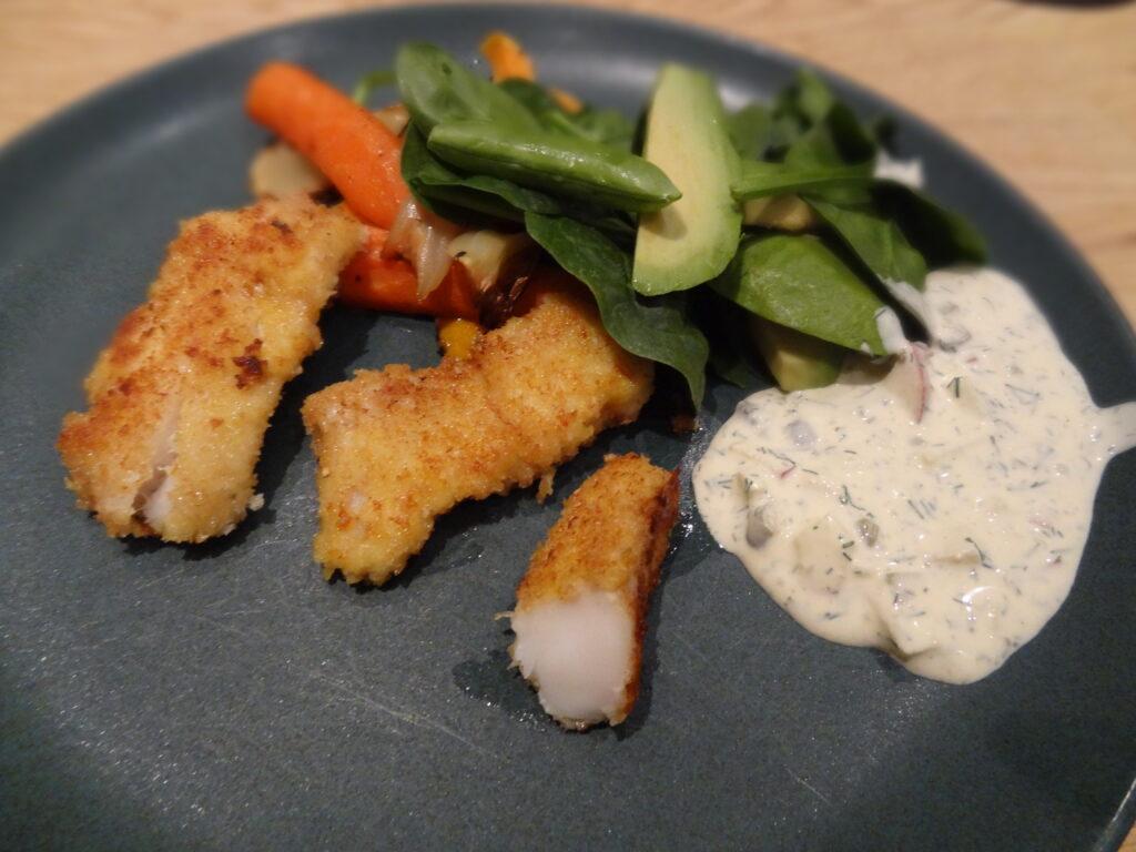 glutenfri panerad fisk med frisk äppel- och kaprissås