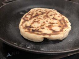 naan-bröd i panna