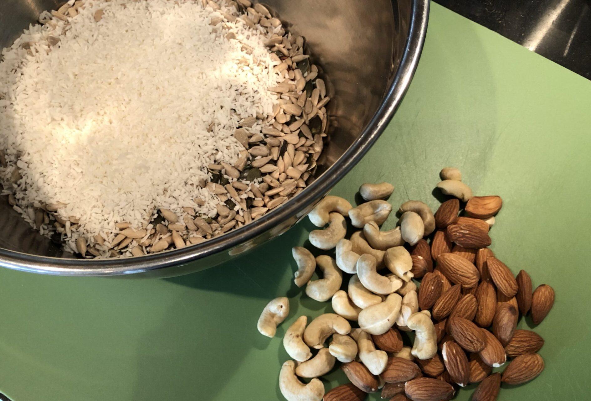 torrvaror och nötter till granola