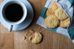 Spröda drömmar med en kopp kaffe
